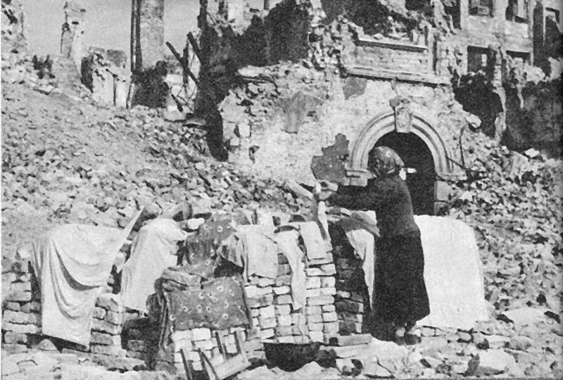 23a-na-rynku-starego-miasta-w-1945-r.png