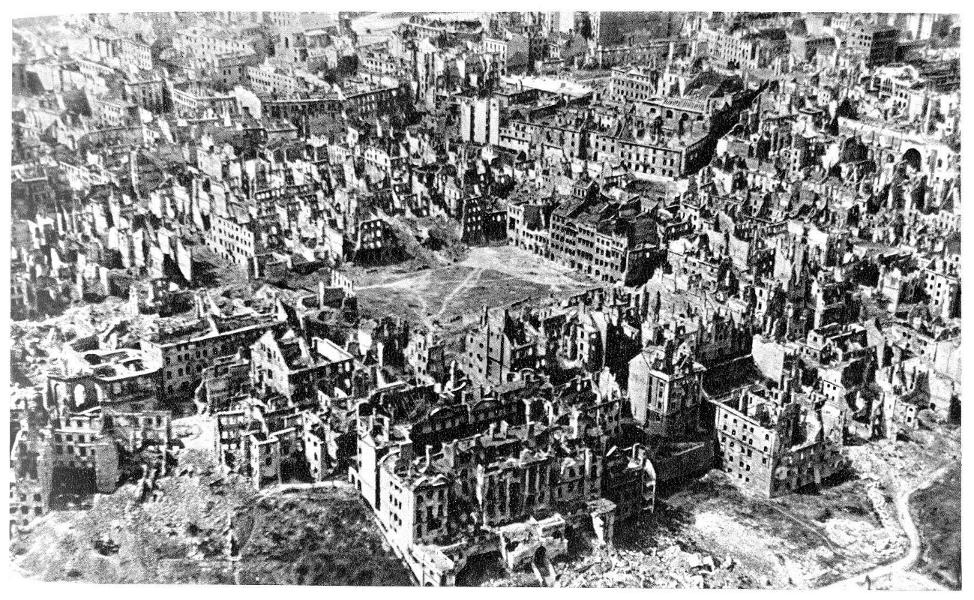 25-zdjcie-lotnicze-starego-miasta-1945.png