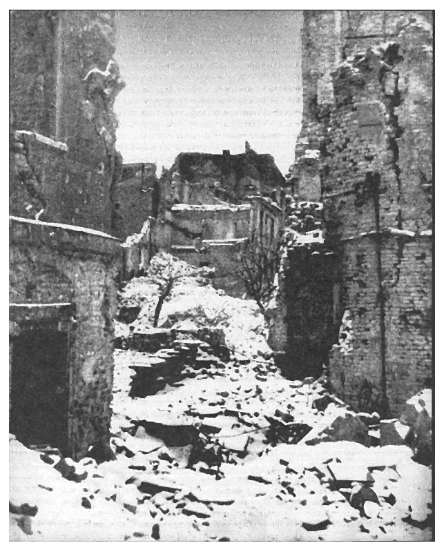 33-widok-z-rynku-starego-miasta-na-ulzapiecek-w-1945-r.png